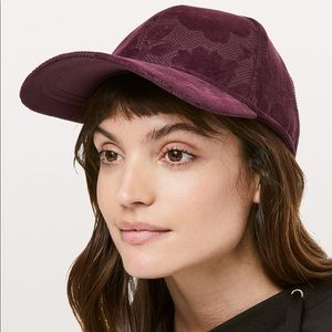 New with tags Lululemon baller hat flocked maroon